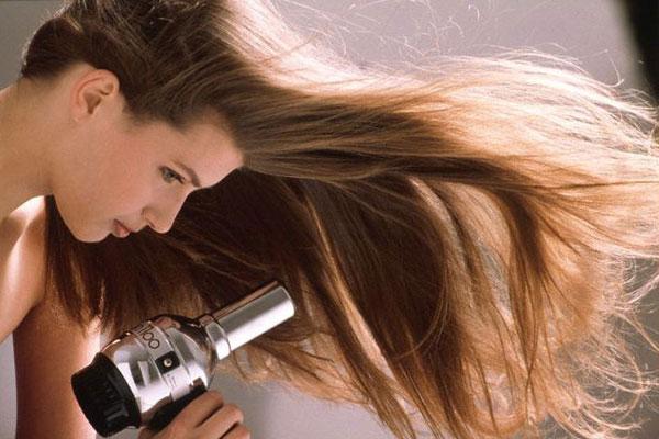Sấy tóc vào nếp suôn mượt
