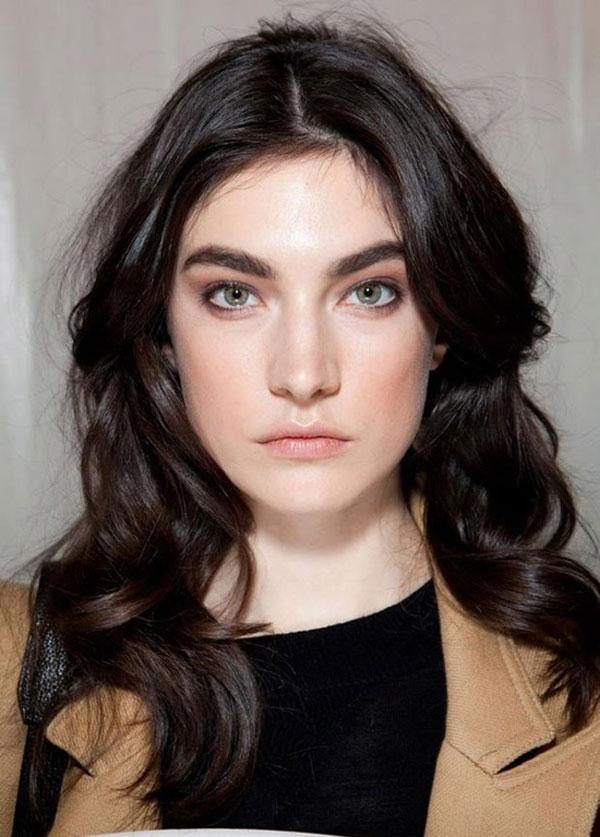 Tóc xoăn rối đặc biệt thích hợp với những cô nàng mặt dài